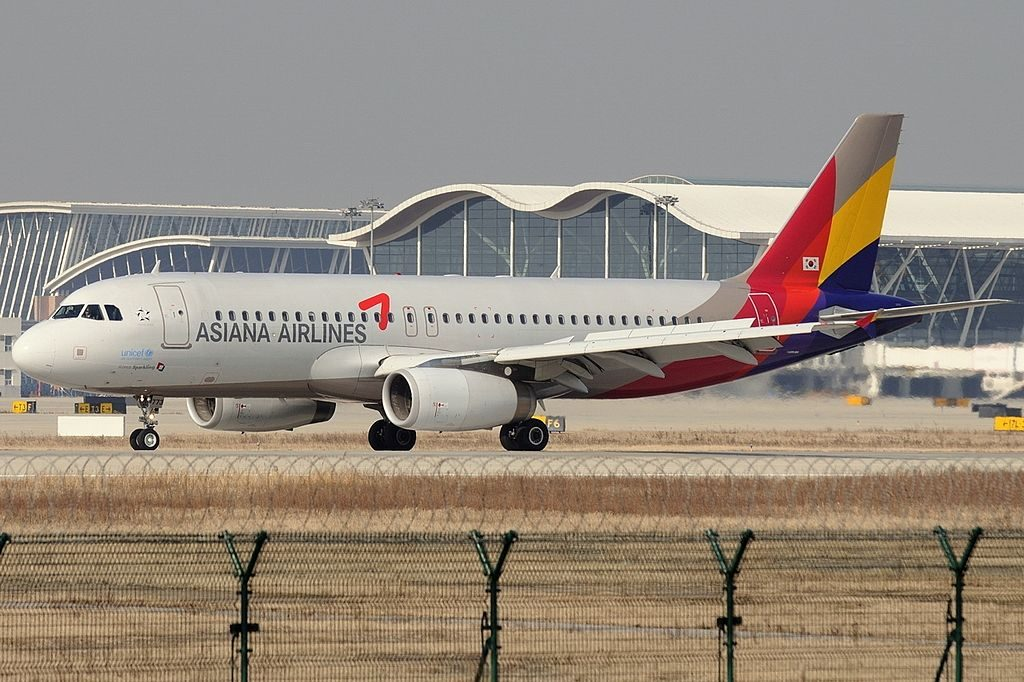 Airbus A320 232 Asiana Airlines HL7773 at Shanghai Pudong International Airport