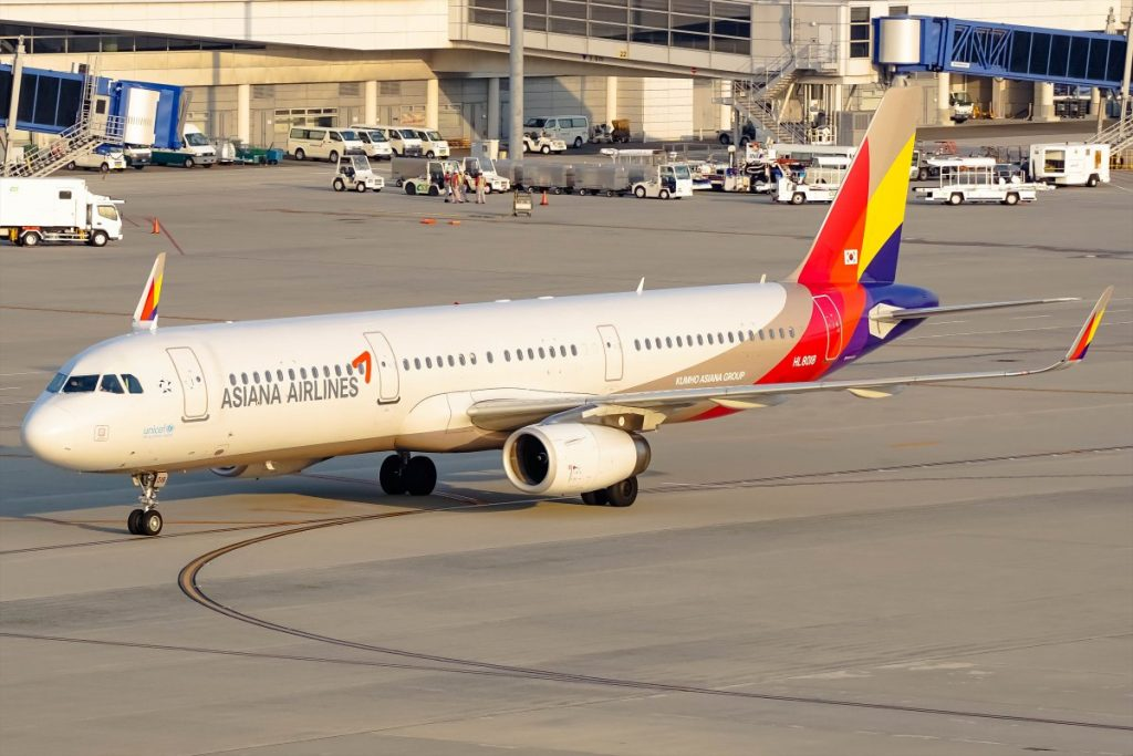 Asiana Airlines Airbus A321 231WL HL8059 at Chubu Centrair International Airport