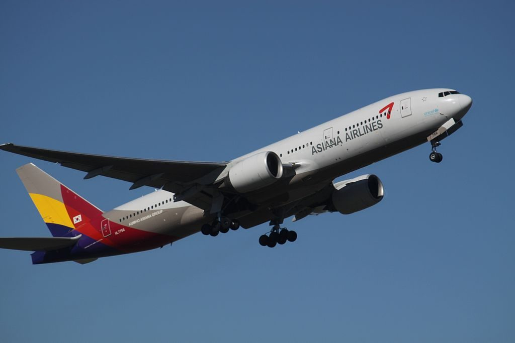 Asiana Airlines Boeing 777 28EER HL7756 at Sydney Kingsford Smith