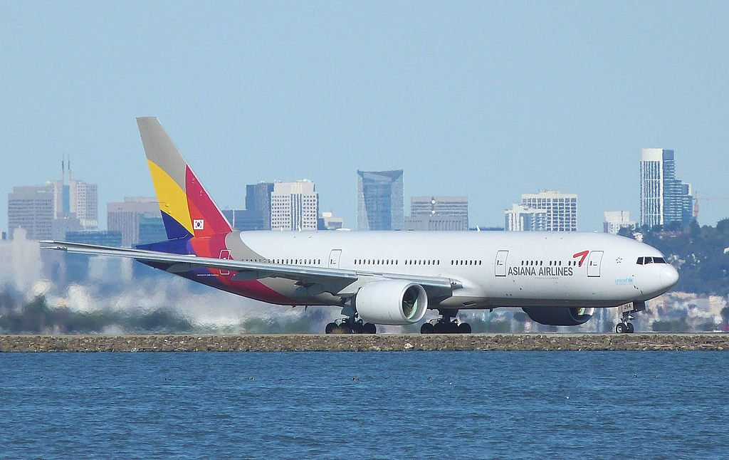 Asiana Airlines Boeing 777 28EER HL8254 at San Francisco International Airport
