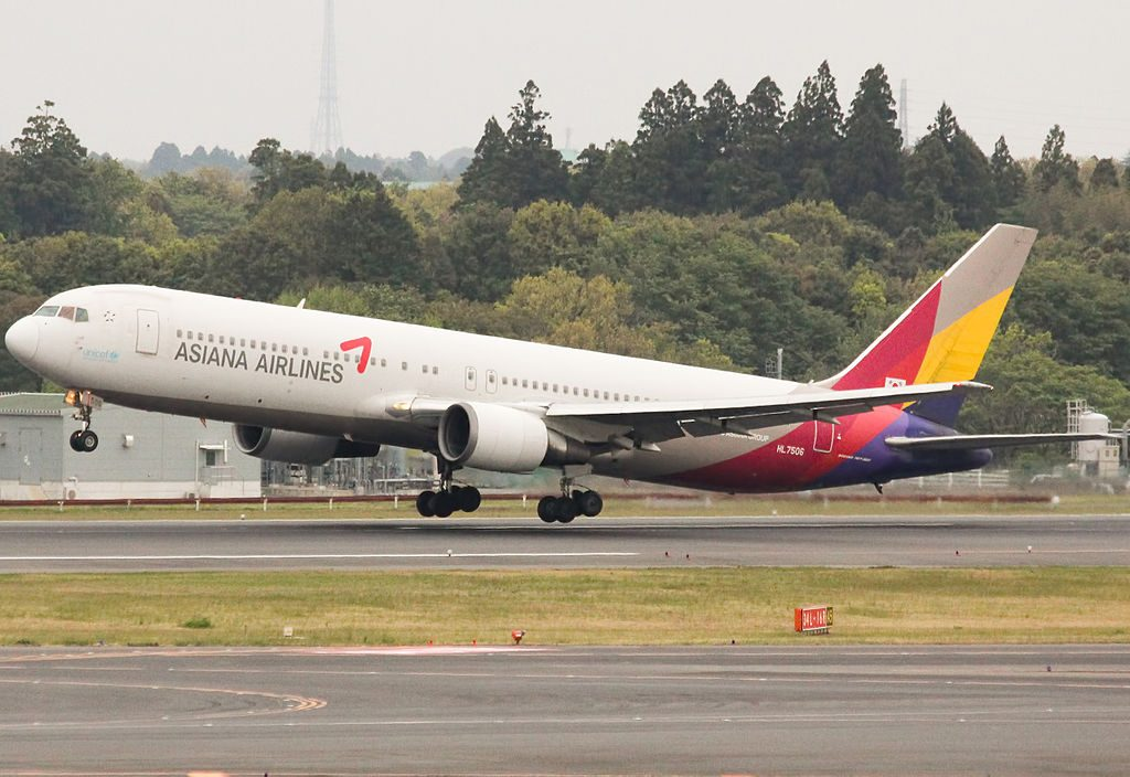 Asiana Airlines HL7506 Boeing 767 38E at Narita International Airport