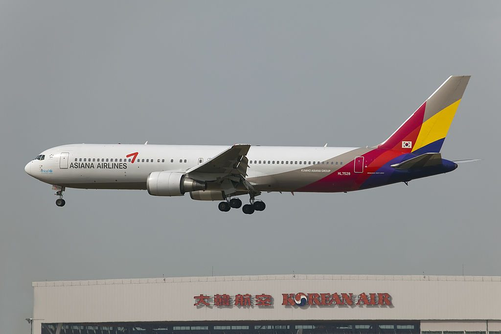 Asiana Airlines HL7528 Boeing 767 38E at Incheon International Airport