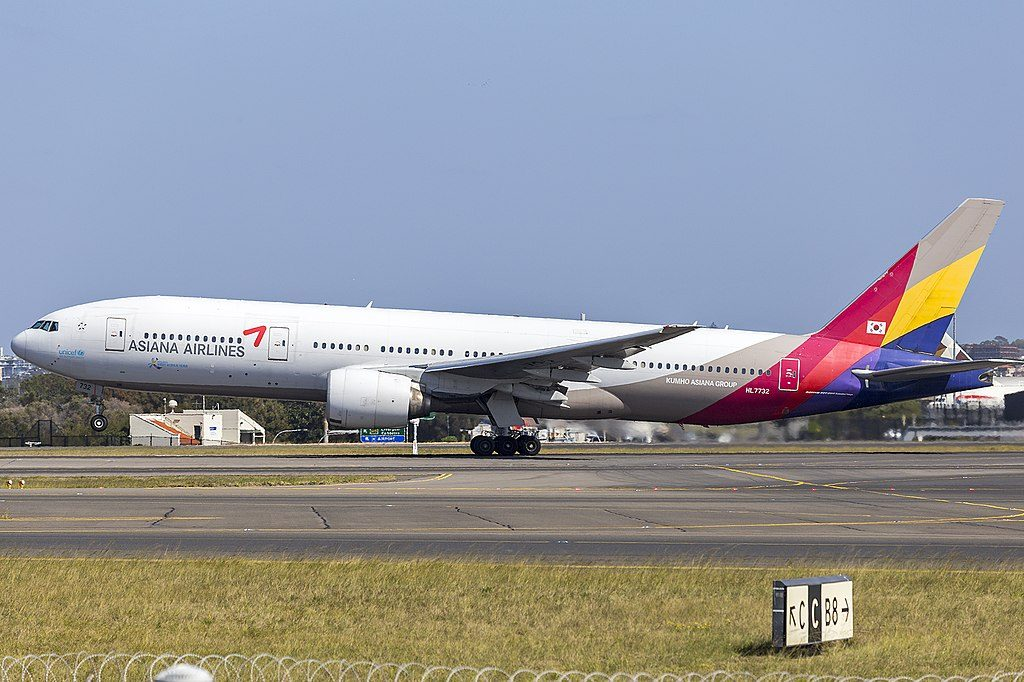 Asiana Airlines HL7732 Boeing 777 28EER at Sydney Airport