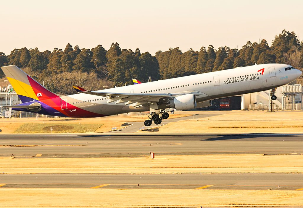 Asiana Airlines HL7746 Airbus 330 323X at Narita International Airport