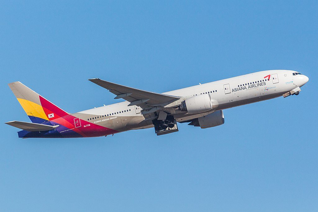 Asiana Airlines HL7791 Boeing 777 28EER departing Sydney Airport