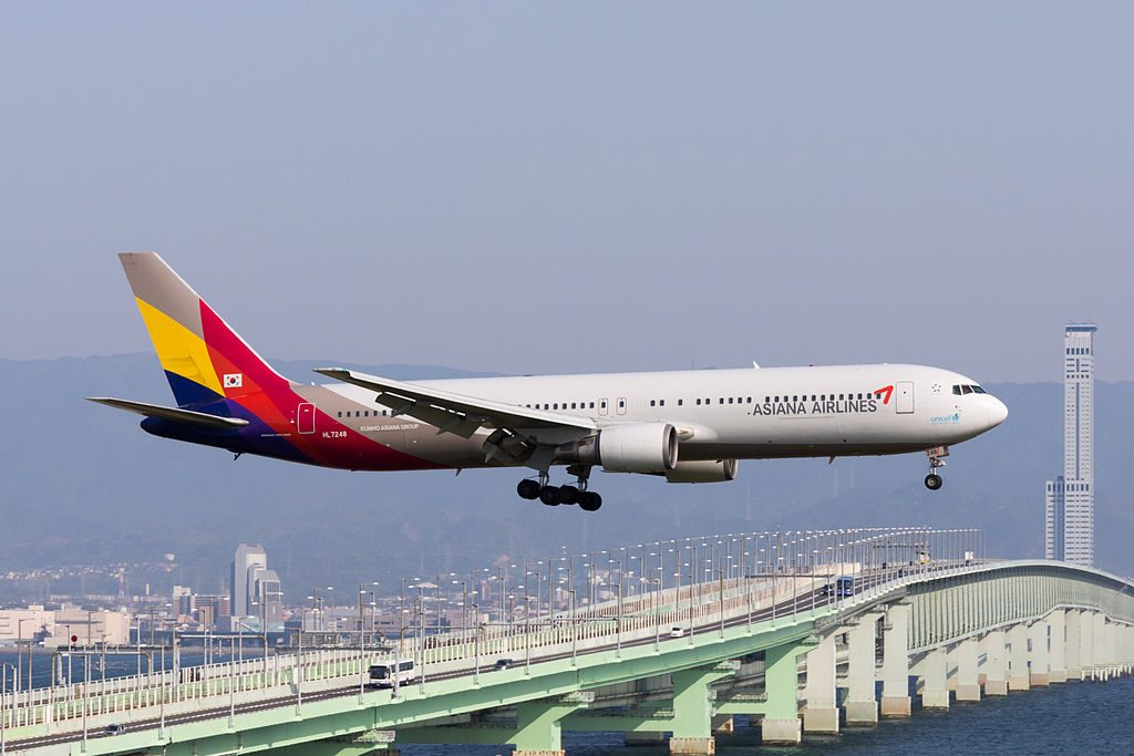 Asiana Airlines OZ114 Boeing 767 38E HL7248 Arrived from Seoul at Kansai Airport