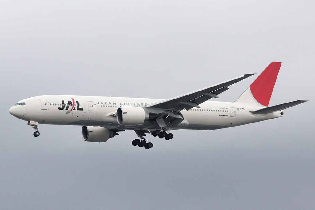 Boeing 777 246ER JA703J Japan Airlines JAL Final approach to Runway 34L Tokyo International Airport