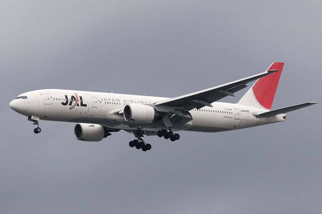 Boeing 777 289 Japan Airlines JAL JA009D Final approach to Runway 34L Tokyo International Airport