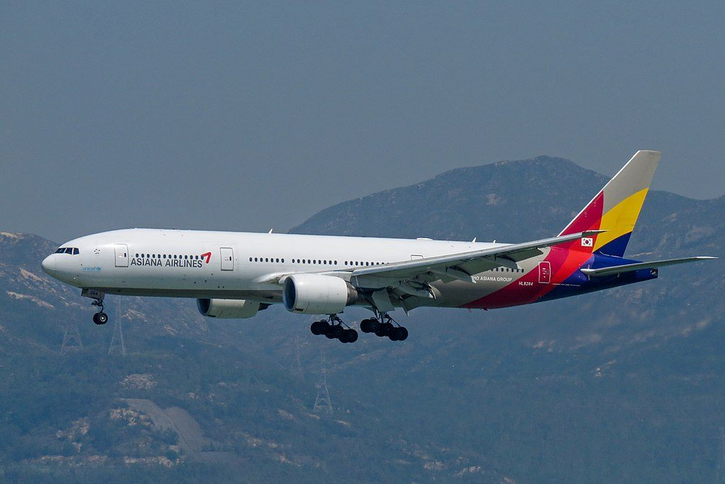 Boeing 777 28EER HL8284 Asiana Airlines at Hong Kong International Airport