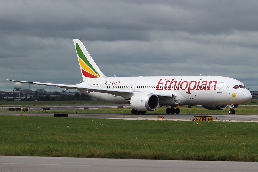 Boeing 787 8 Dreamliner Ethiopian Airlines ET AOO Lake Tana at Toronto Pearson International Airport