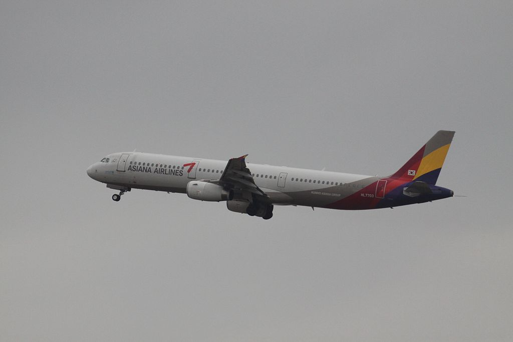 HL7703 Airbus A321 131 Asiana Airlines at Gimpo International Airport