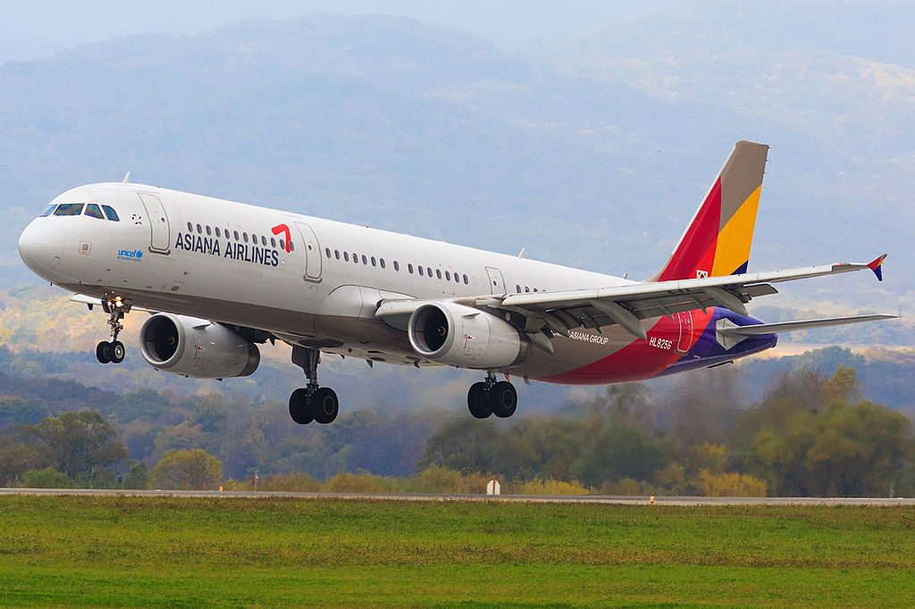 HL8256 Airbus A321 231 of Asiana Airlines at Vladivostok Airport