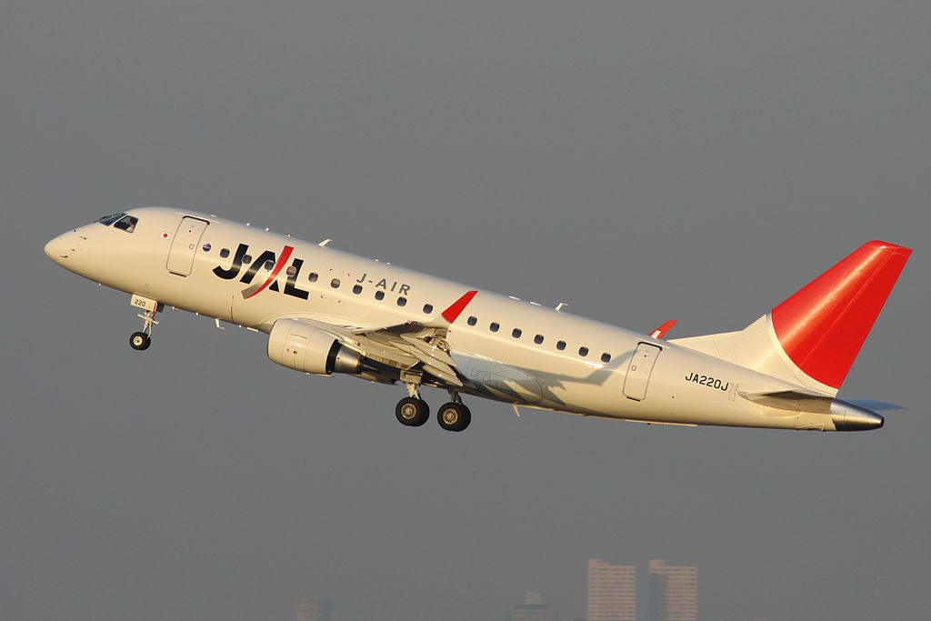 JA220J Embraer 170STD JAL J Air at Tokyo International Airport