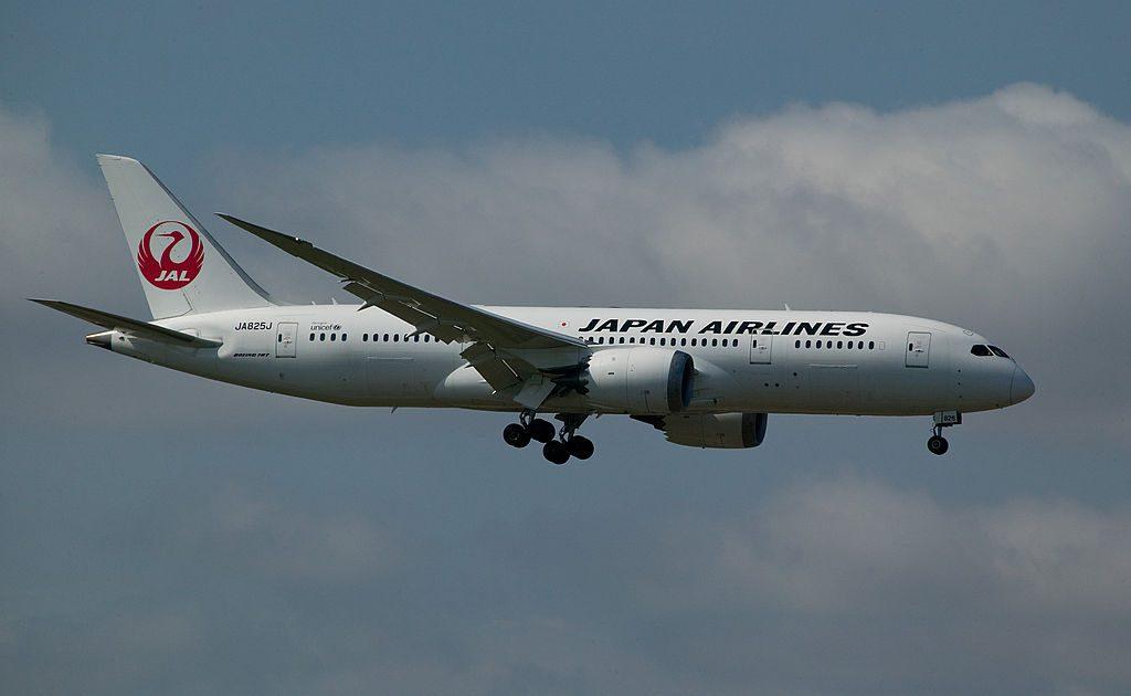 JA825J JAL Japan Airlines Boeing 787 8 Dreamliner landing Helsinki Vantaa Airport