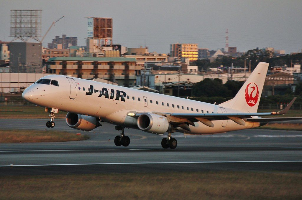 JAL J Air Embraer 190 JA252J at Itami Airport