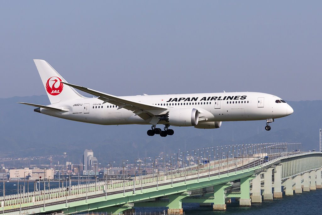 JAL Japan Airlines Boeing 787 8 Dreamliner JA821J Arrived from Taipei at Kansai Airport