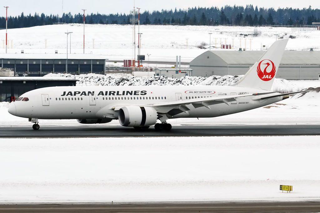 JAL Japan Airlines JA837J Boeing 787 8 Dreamliner at Helsinki Vantaa Airport