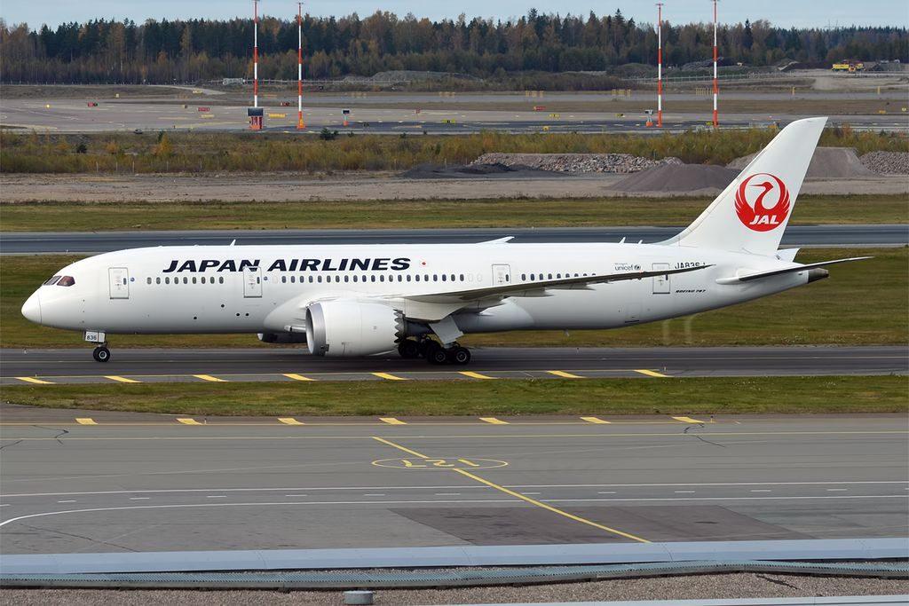Japan Airlines JAL JA836J Boeing 787 8 Dreamliner at Helsinki Vantaa Airport