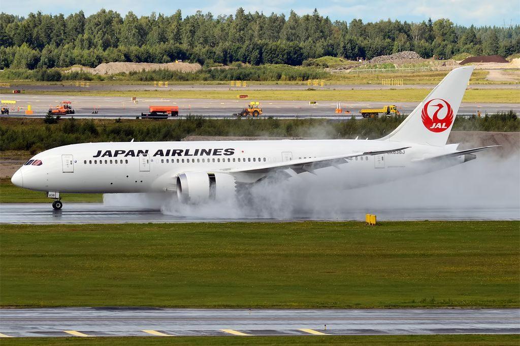 Japan Airlines JAL JA838J Boeing 787 8 Dreamliner landing at Helsinki Vantaa Airport