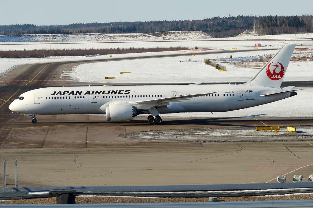 Japan Airlines JAL JA864J Boeing 787 9 Dreamliner at Helsinki Vantaa Airport