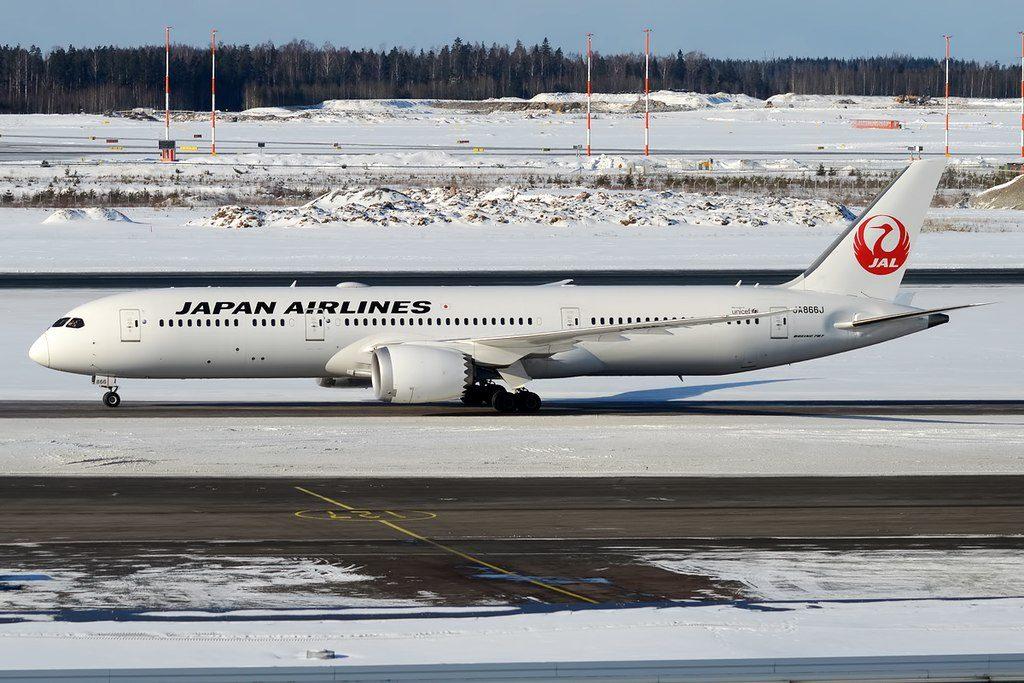 Japan Airlines JAL JA866J Boeing 787 9 Dreamliner at Helsinki Vantaa Airport