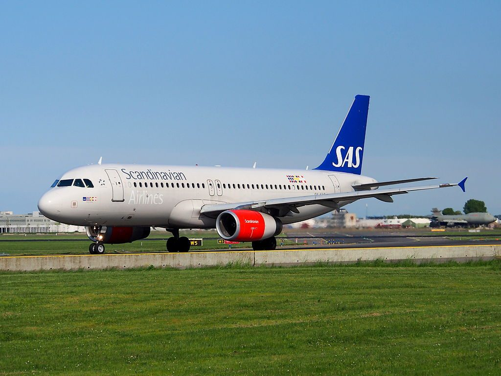 OY KAO SAS Scandinavian Airlines Airbus A320 232 Amled Viking taxiing at Schiphol