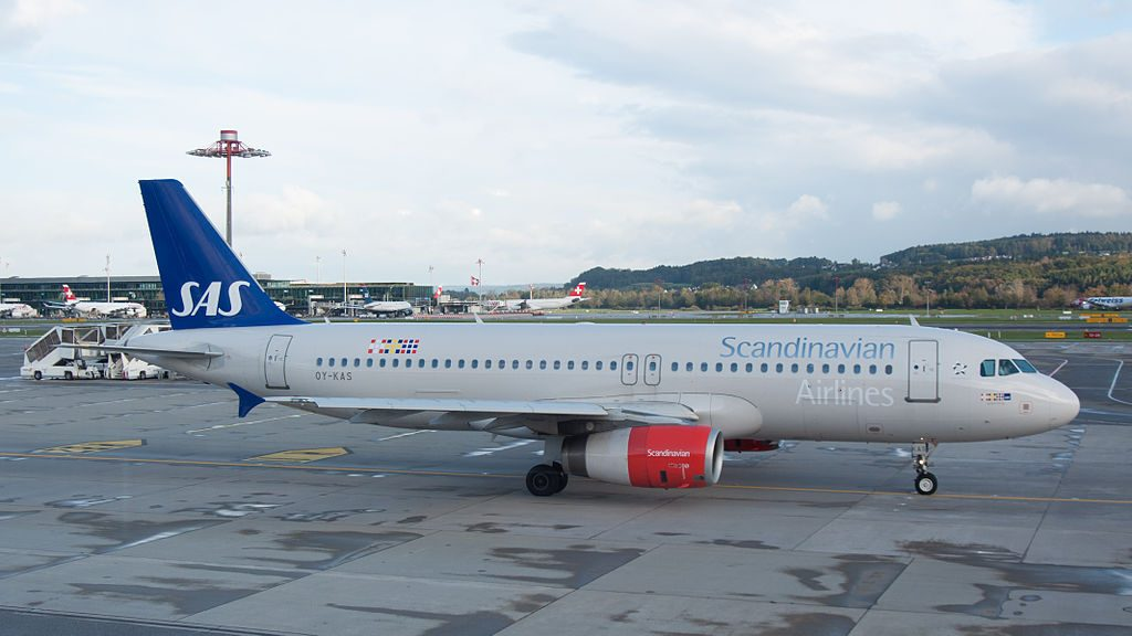 OY KAS Scandinavian Airlines SAS Airbus A320 232 Igulfast Viking taxiing to runway 32 for take off from Zürich International Airport