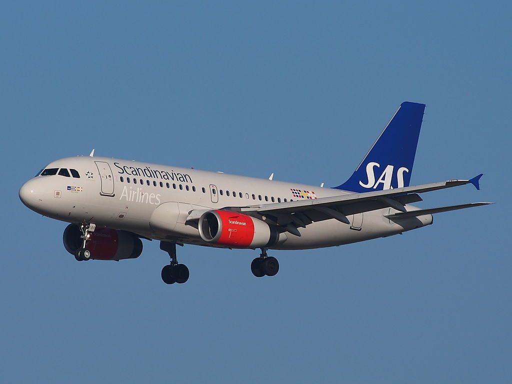 OY KBR SAS Scandinavian Airlines Airbus A319 131 Sten Viking landing on Schiphol