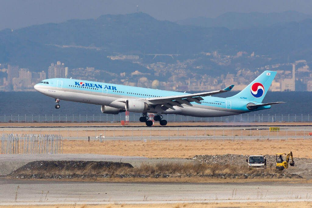 Airbus A330 322 HL7550 Korean Air at Kansai International Airport