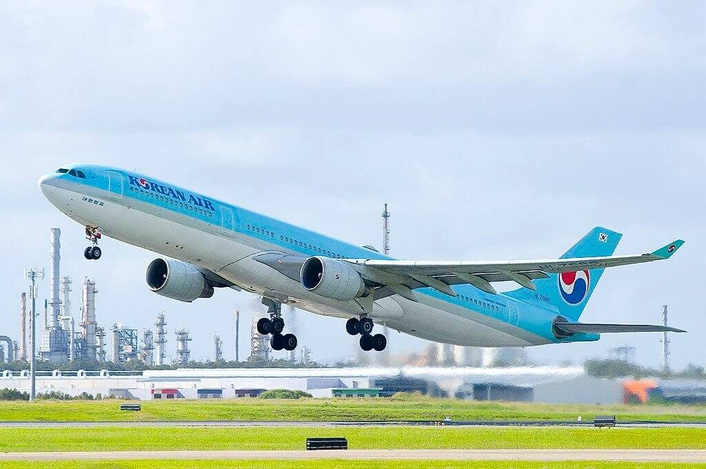 Airbus A330 323 HL7586 Korean Air at Brisbane Airport