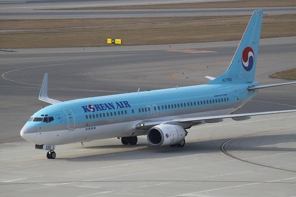 Boeing 737 8B5WL HL7566 Korean Air at Chubu International Airport