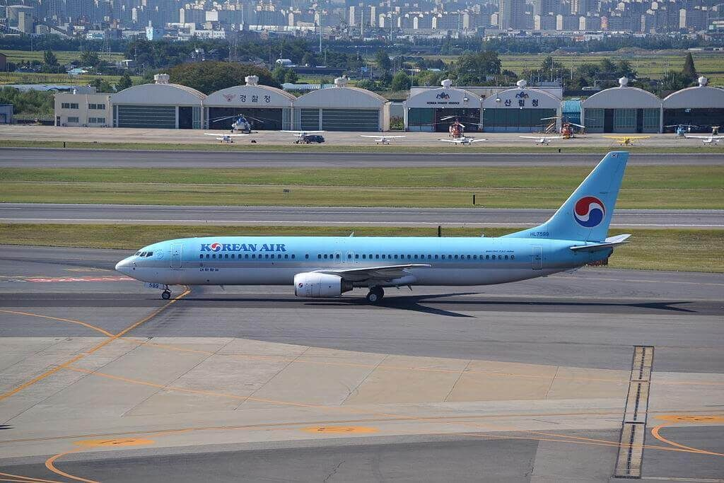 Boeing 737 9B5 HL7599 Korean Air at Gimpo International Airport