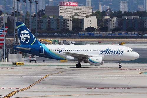 Airbus A319 112 N525VA Alaska Airlines