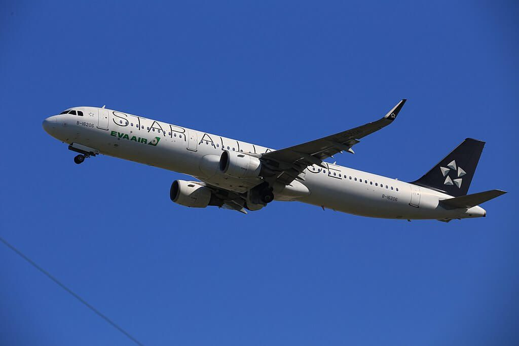 Airbus A321 211WL B 16206 EVA Air STAR Alliance Livery at Taiwan Taoyuan International Airport