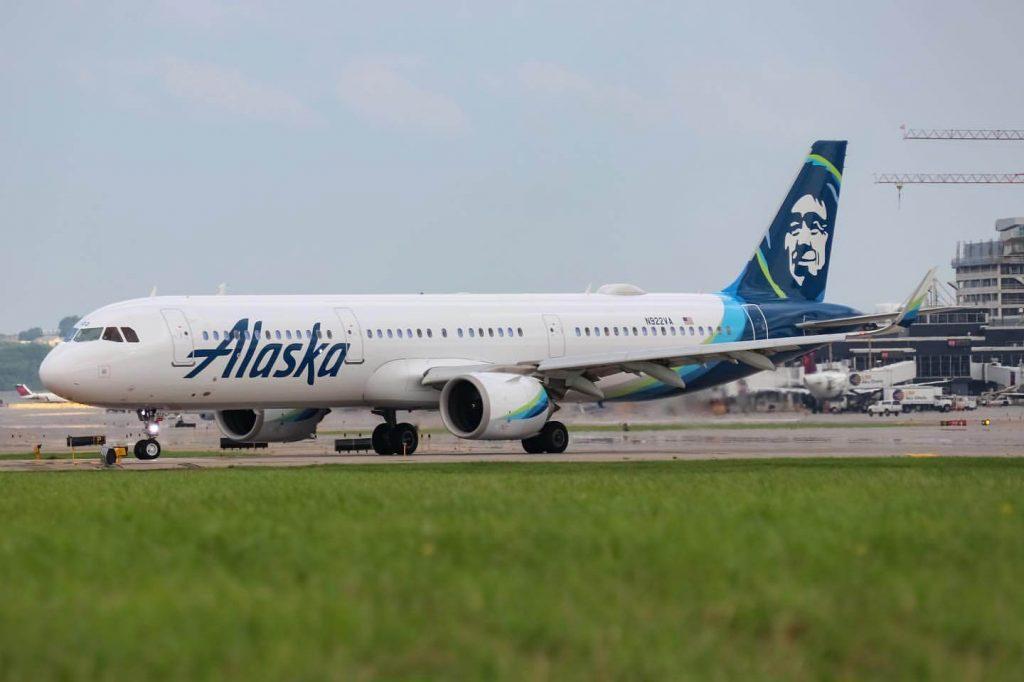 Airbus A321 253N N922VA Alaska Airlines
