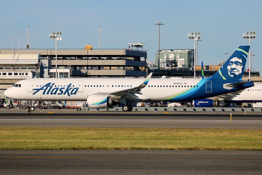 Airbus A321 253N N928VA Alaska Airlines
