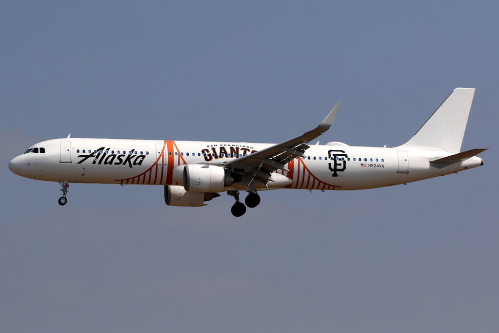 Alaska Airlines Airbus A321 253N N924VA San Francisco Giants livery at Los Angeles International