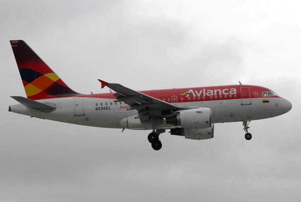 Avianca Airbus A318 112 N596EL
