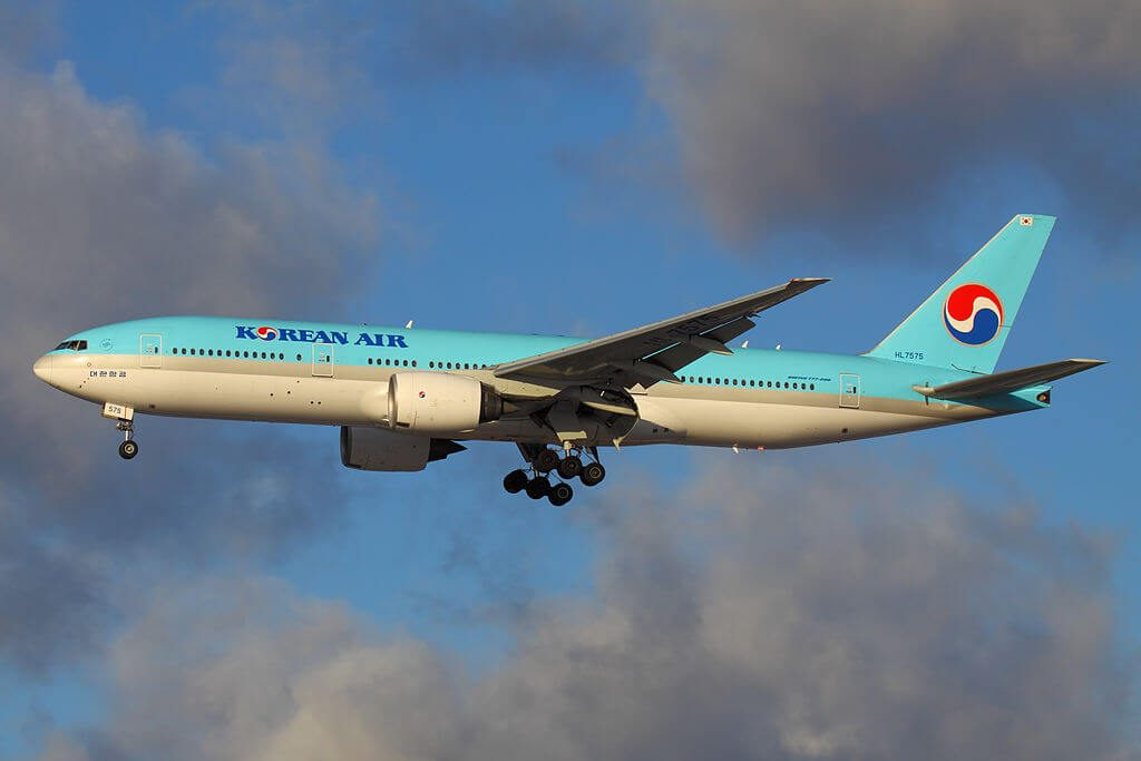 Boeing 777 2B5ER HL7575 Korean Air at Sheremetyevo International Airport