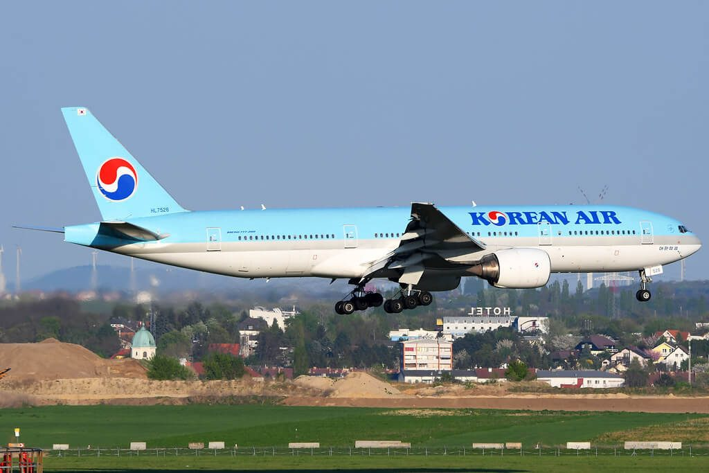 Boeing 777 2B5ER Korean Air HL7526 at Vienna International Airport