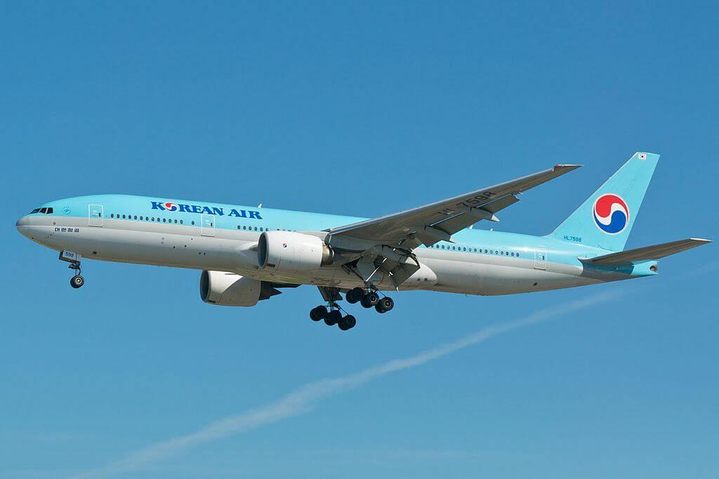 Boeing 777 2B5ER Korean Air HL7598 at Toronto Pearson Airport