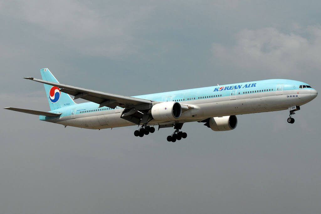 Boeing 777 3B5 HL7532 Korean Air at Ninoy Aquino International Airport