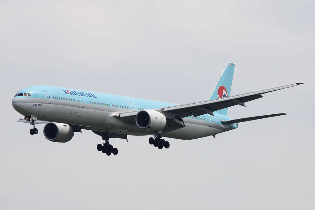 Boeing 777 3B5 HL7533 Korean Air at Narita International Airport