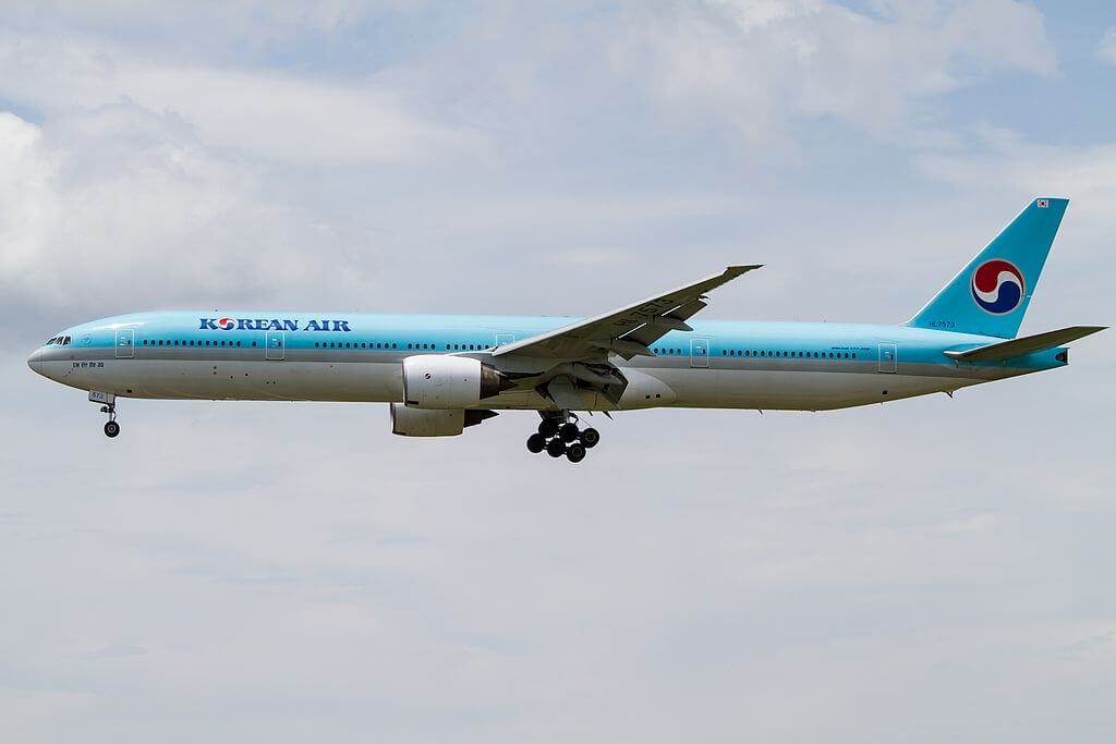 Boeing 777 3B5 Korean Air HL7573 at Narita International Airport