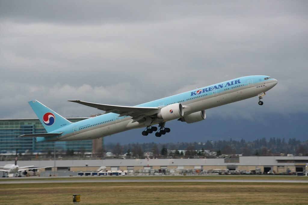 Boeing 777 3B5ER Korean Air HL7204 at Vancouver International Airport