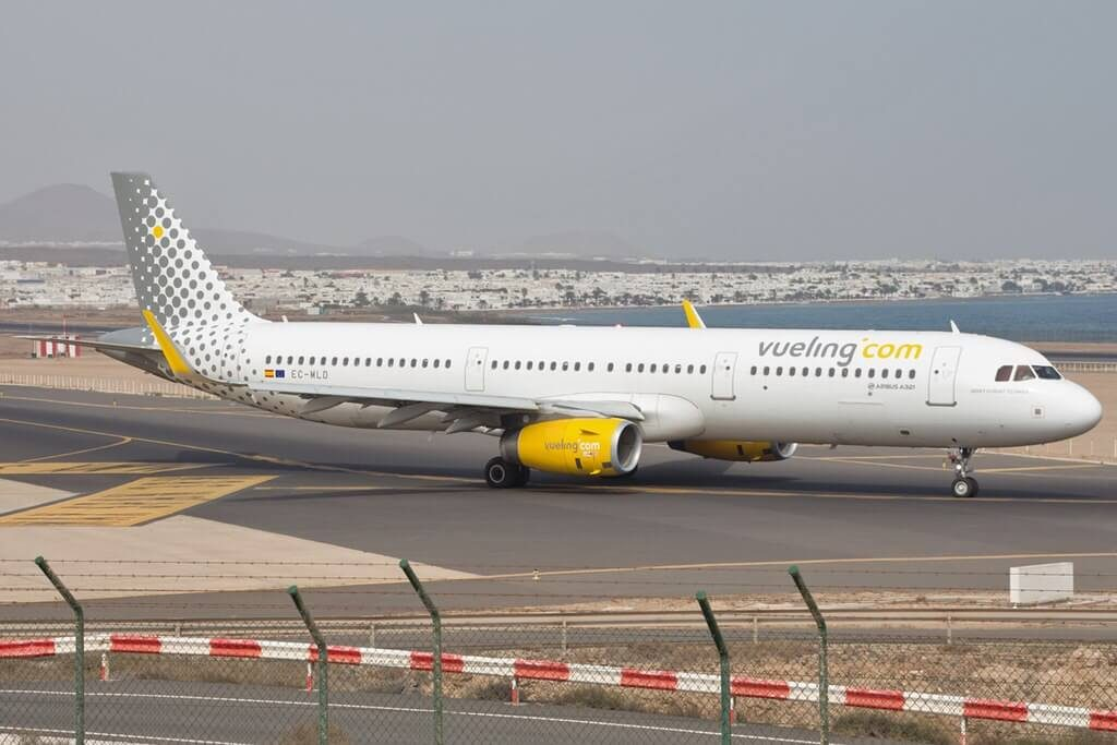 Vueling Airlines Airbus A321 231WL EC MLD at Lanzarote Airport