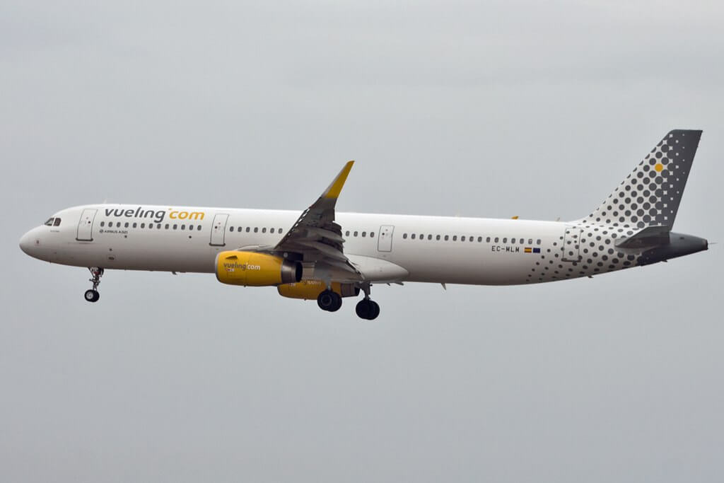 Vueling Airlines Airbus A321 231WL EC MLM at Lanzarote Airport