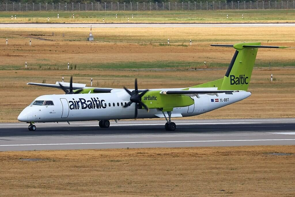 YL BBT Bombardier Dash 8 Q400 airBaltic at Düsseldorf Airport