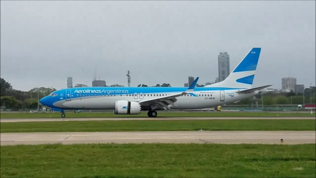 Aerolineas Argentinas Boeing 737 8 MAX LV HKW