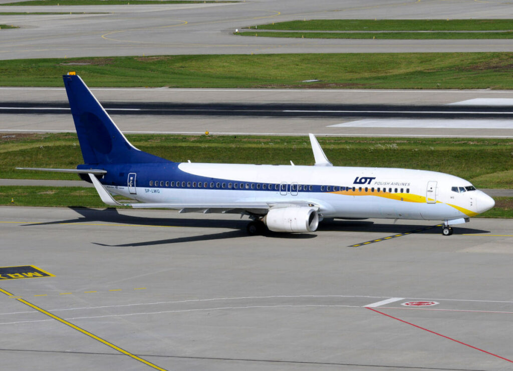 LOT Polish Airlines Boeing 737 86NWL SP LWG